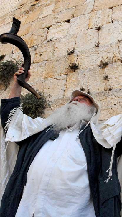 jewish man in western wall